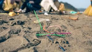 В Великобритании запретили пластиковые трубочки и <b>ватные</b> ...