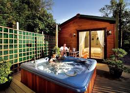cabinets uk cabis: uk lodges amp cabins with hot tubs cheap breaks hottubhideaways