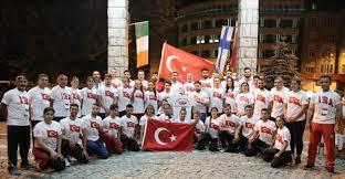 Milli atletlerimiz Polonya'da demokrasi nöbeti tuttu