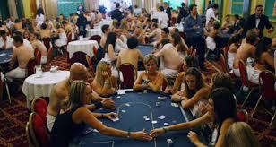 Resultado de imagen de fotos strip poker