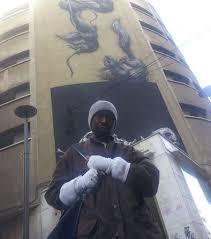 Resultado de imagen de fotos de emigrante tirado por un balcon