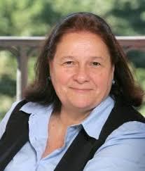 Ana María Llopis. Llopis ha sido pionera en España en el desarrollo de negocios digitales, ya que en 1994 fue la fundadora de OpenBank, la banca on-line del ... - ana_maria_llopis