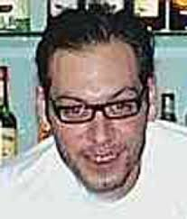 Pietro Murrighile, 31 anni compiuti a marzo, è morto schiantandosi sull'auto di Gesuino Deiana, musicista dei Cordas et Cannas, in sella a una potente moto ... - image