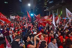 Resultado de imagem para Fotos de manifestações do PT nas ruas