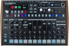 <b>Arturia DrumBrute</b> – аналоговая <b>драм</b>-<b>машина</b> со встроенным ...