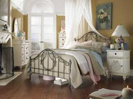 Shabby Chic Bedroom Wall Colors : Shabby chic bedroom ideas white wall mounted shelf