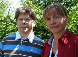 Stor satsning på ökad skogsproduktion. Tomas Lundmark från SLU och Marie Larsson från Sveaskog. Foto: Tomas Lindberg/SR. Nu ska det bli fart på den svenska ... - 582298_310_230