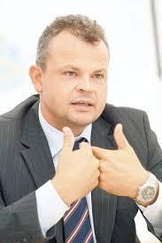 Radu Merica a fost reales preşedinte al Camerei de Comerţ şi Industrie Româno-Germane - Galerie foto - radu-merica-cv