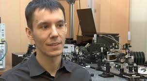Grzegorz Soboń pracuje na Wydziale Elektroniki Politechniki Wrocławskiej (Fot. Styk Telewizja Politechniki Wrocławskiej) - sobon_1.08