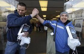 <b>Планшетный ноутбук Apple</b> iPad поступил в продажу в США ...