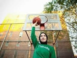 Başörtülü ilk kadın basketbolcu Indira Kaljo Türkiye'de