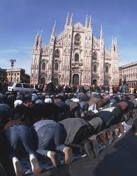 Risultati immagini per musulmani in piazza duomo