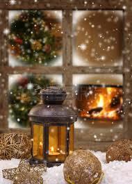 Decorazione Finestre Neve : Lanterna di natale e decorazioni sulla neve fronte a una