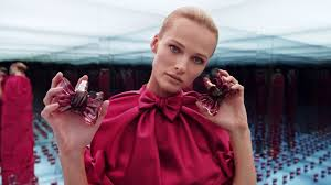 Viktor & Rolf Fragrances <b>BONBON</b> Untie the Bow - YouTube