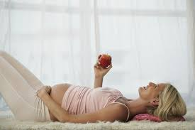 This genius <b>pillow</b> lets <b>pregnant women</b> sleep on their stomach ...