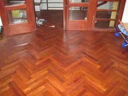 sàn nhà với sàn gỗ Gõ Đỏ