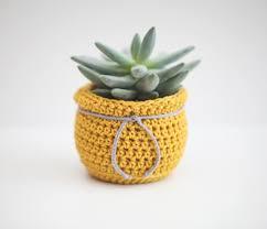 Risultati immagini per crochet flower pot