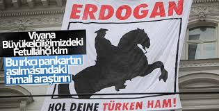 Viyana'da Türk Büyükelçiliği'ne çirkin pankart