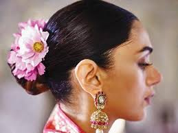 Forget The Boring Gajra And Go For These <b>Flowers</b> Instead To Wear ...