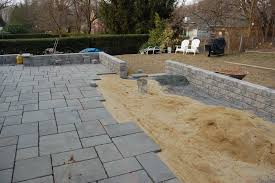 stone patio installation: image of how to lay a flagstone patio