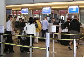 fazendo check-in no aeroporto