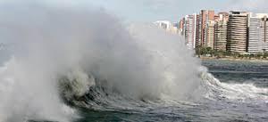 Resultado de imagem para ondas fortes praia de iracema