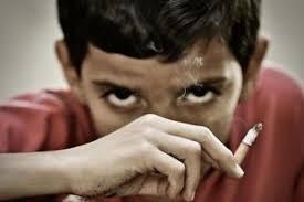 Resultado de imagen de niño fumando