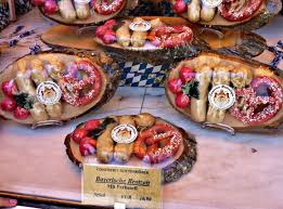 this munich shopping guide shows you what to look for if you want to pick up blueberries viktualienmarkt munich visit