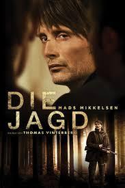 Der Film mit Mads Mikkelsen, Thomas Bo Larsen und Susse Wold stammt aus dem Jahr 2013. Der Film hat eine Altersbeschränkung von 12 Jahren. - Movie-Die-Jagd