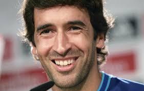 Raúl González vuelve a Madrid. El exjugador del Real Madrid ha vuelto a su casa para disputar el Torneo Santiago Bernabéu.- (EFE) - Raul-Gonzalez-vuelve-Madrid
