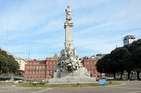 Estatua de Colón frente a la casa Rosada