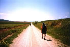Resultado de imagem para imagem de encontro de duas pessoas caminhando pela estrada