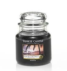 <b>Ароматическая свеча</b> Yankee Candle <b>Black Coconut</b> / Чёрный кокос