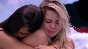 Marcela se emociona com música de Alceu Valença e ganha abraço de Mari