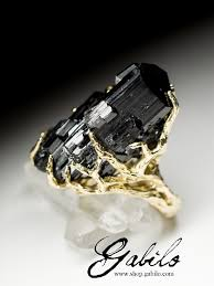 Крупное <b>золотое кольцо</b> с черным турмалином (месторождение ...