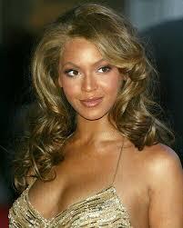 Beyonce Knowles is uit het musical project A Star Is Born gestapt vanwege een te druk werkschema. Regisseur Clint Eastwood probeert al enige tijd het ... - Beyonce%2520Knowles