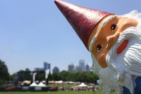 Travelocity Gnome is hot to trot.