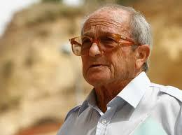 El alcalde de Huelva, Pedro Rodríguez, ha mostrado hoy su pesar por el fallecimiento del arqueólogo e historiador onubense Juan Pedro Garrido Roiz, ... - Juan-Pedro-Garrido-Roig-con-el-Cabezo-de-la-Joya-de-fondo