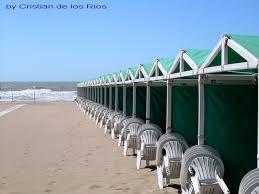 Resultado de imagen para playa y carpas