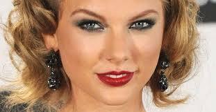 Resultado de imagem para taylor swift maquiagem 2015