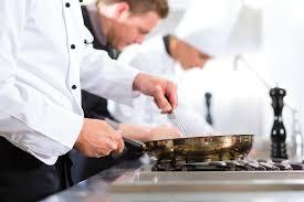 bac pro cuisine blog de l emploi h ocirc tellerie restauration three chefs in team in hotel or restaurant kitchen