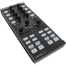 <b>DJ</b>-<b>контроллер Native Instruments</b> TRAKTOR KONTROL X1 ...
