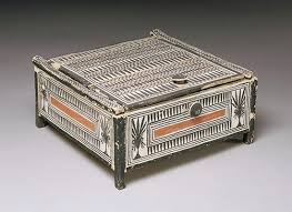 an artisans tomb in new kingdom egypt  essay  heilbrunn  cosmetic box from the tomb of sennedjem