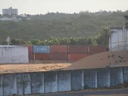 Resultado de imagem para Parede de contêineres e construção de muro em Alcaçuz custa R$ 794 mil fotos