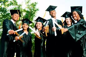 best graduation picture poses for college graduation day picture poses friends