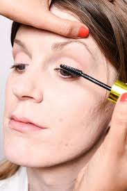 once you 39 re finished with the rest of your eye makeup coat eyelashes mascara to how to make your eyes look bigger