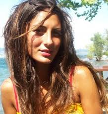 Survivor yarışmasını kazandıktan sonra Türkiye çapında üne kazanan Merve Oflaz, Show TV 'de yayınlanan Muhteşem Yüzyıl dizisinde Ayşe Hatun rolünü ... - tualimforummerveoflaz4