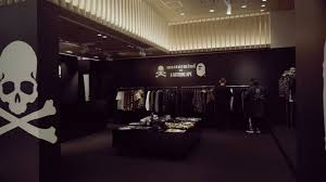 A <b>BATHING APE</b>® OFFICIAL - mastermind VS A <b>BATHING APE</b> ...