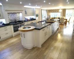 layout offers open plan kitchen diner