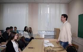 Студентам юрфака ПГУ подарили билеты на спектакль «<b>Куклы</b> ...